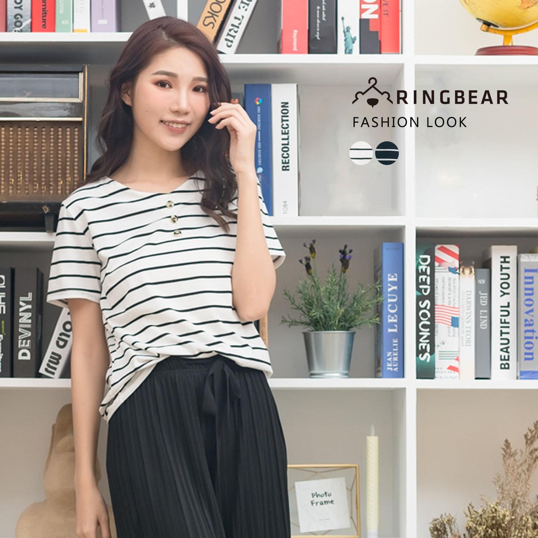 顯瘦--簡約經典V領條紋個性裝飾釦時尚皮質裝飾短袖上衣(白.黑L-3L)-T278眼圈熊中大尺碼 0