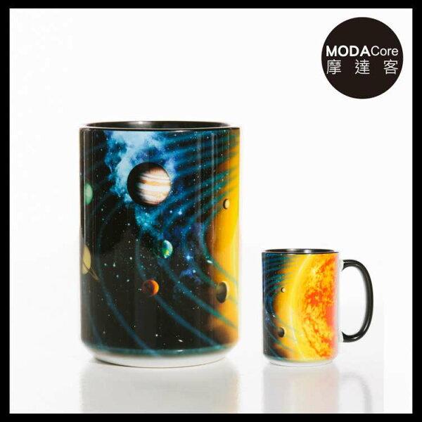 【摩達客】(預購)美國TheMountain太陽系圖案設計藝術馬克杯440ml
