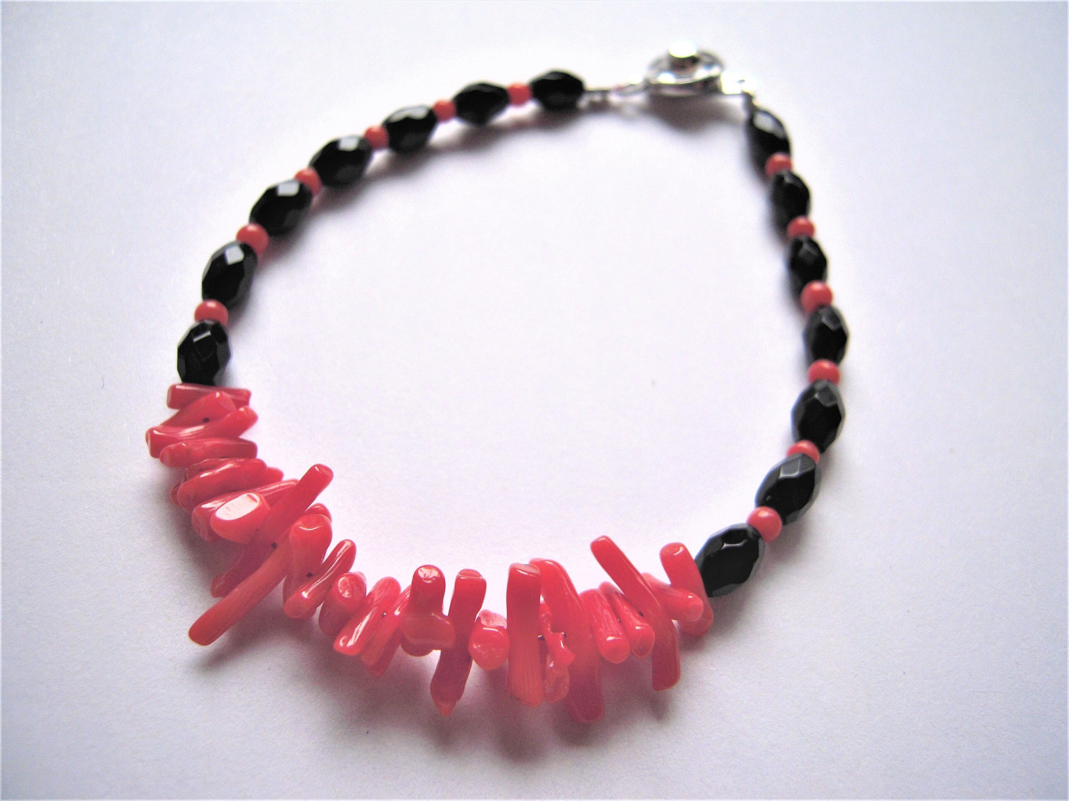 天然紅珊瑚手鍊 深海紅珊瑚枝 搭配黑瑪瑙 古典又新潮【名朵珠寶 Vjade Jewelry 】