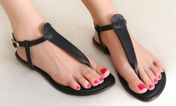 Pyf♥海灘休閒度假風簡約素面T字夾腳霧面皮革百搭平底涼鞋加大46大尺碼女鞋