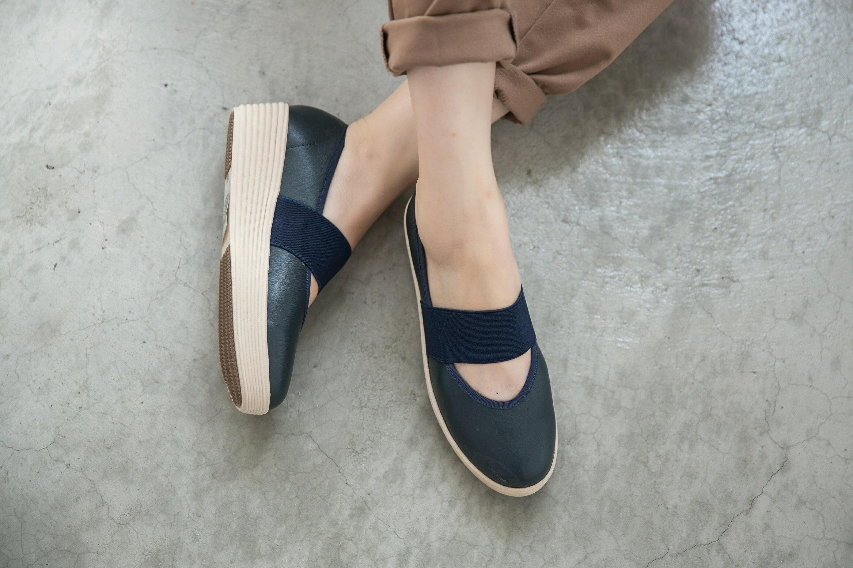 Aimez La Vie 超輕氣墊鞋|圓頭鬆緊帶厚牛皮休閒鞋 2