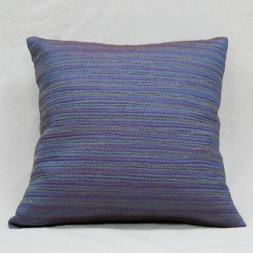 【彩妍】變色龍齒鏽鋪棉抱枕-藍紫色