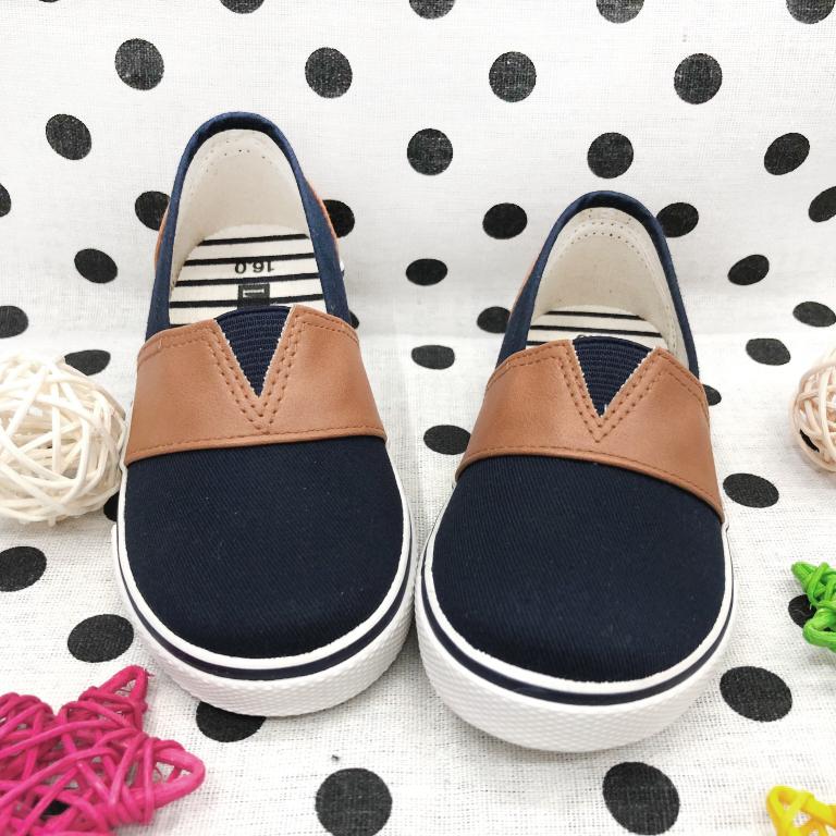 【巷子屋】童款拼接套入式休閒帆布鞋MIT台灣製造[37077]深藍超值價$100