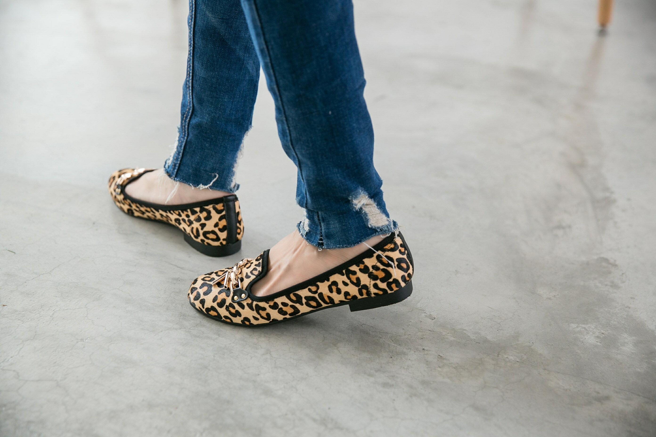 Aimez La Vie 真皮馬毛豹紋金屬鍊樂福鞋 1