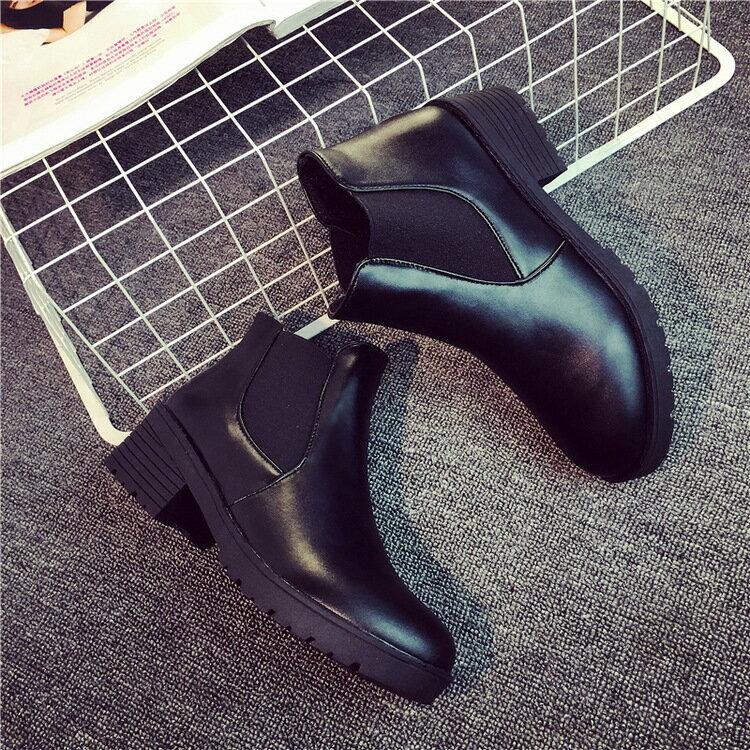 女靴 圓頭粗跟短靴黑馬丁靴軍靴中跟厚底女鞋低跟側鬆緊 輕便好穿脫
