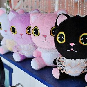 美麗大街【S101082110】可愛大眼睛蕾絲貓咪玩偶