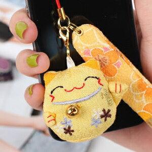 美麗大街【BFE26E2E7】和風布藝招財貓手機吊飾