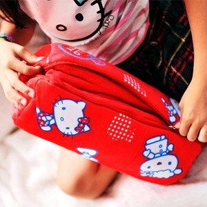 美麗大街【103070516】Hello Kitty紅色蘋果鬧鐘可收納兩用式抱枕毛毯