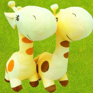 美麗大街【104032502】可愛俏皮長頸鹿娃娃 玩偶(特大款)(限宅配)