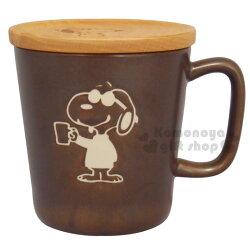 〔小禮堂〕史努比 日製陶瓷杯《深咖.戴墨鏡.拿杯子》附木質杯蓋