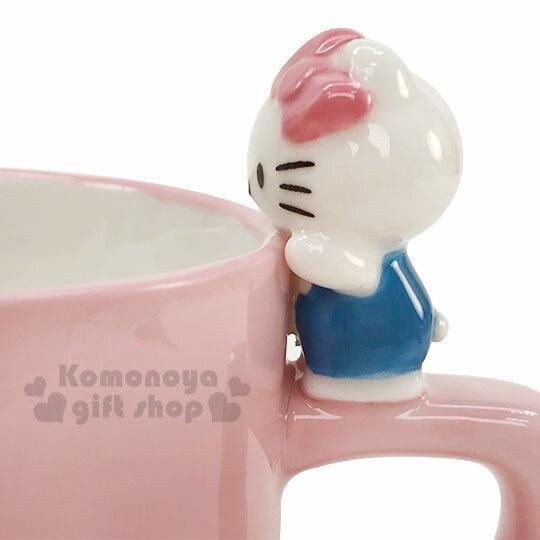 〔小禮堂〕Hello Kitty 造型陶瓷馬克杯《粉.杯邊玩偶》250ml.咖啡杯.茶杯 2