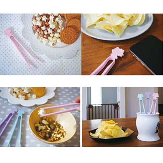 小禮堂 Hello Kitty 日製 不沾手零食夾 塑膠 食物夾 餅乾夾 夾子 (藍) 1