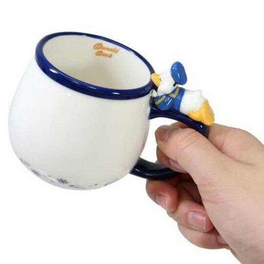 【領券折$30】小禮堂 迪士尼 唐老鴨 造型陶瓷馬克杯 咖啡杯 茶杯 陶瓷杯 340ml (藍白 杯邊玩偶)