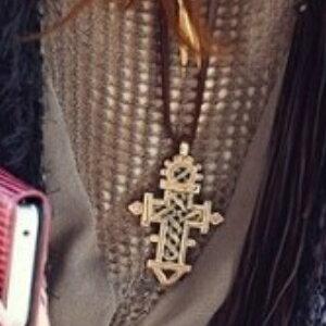 美麗大街【GX0333】復古長款項鍊 女 精美鏤空十字架 皮繩皮鏈