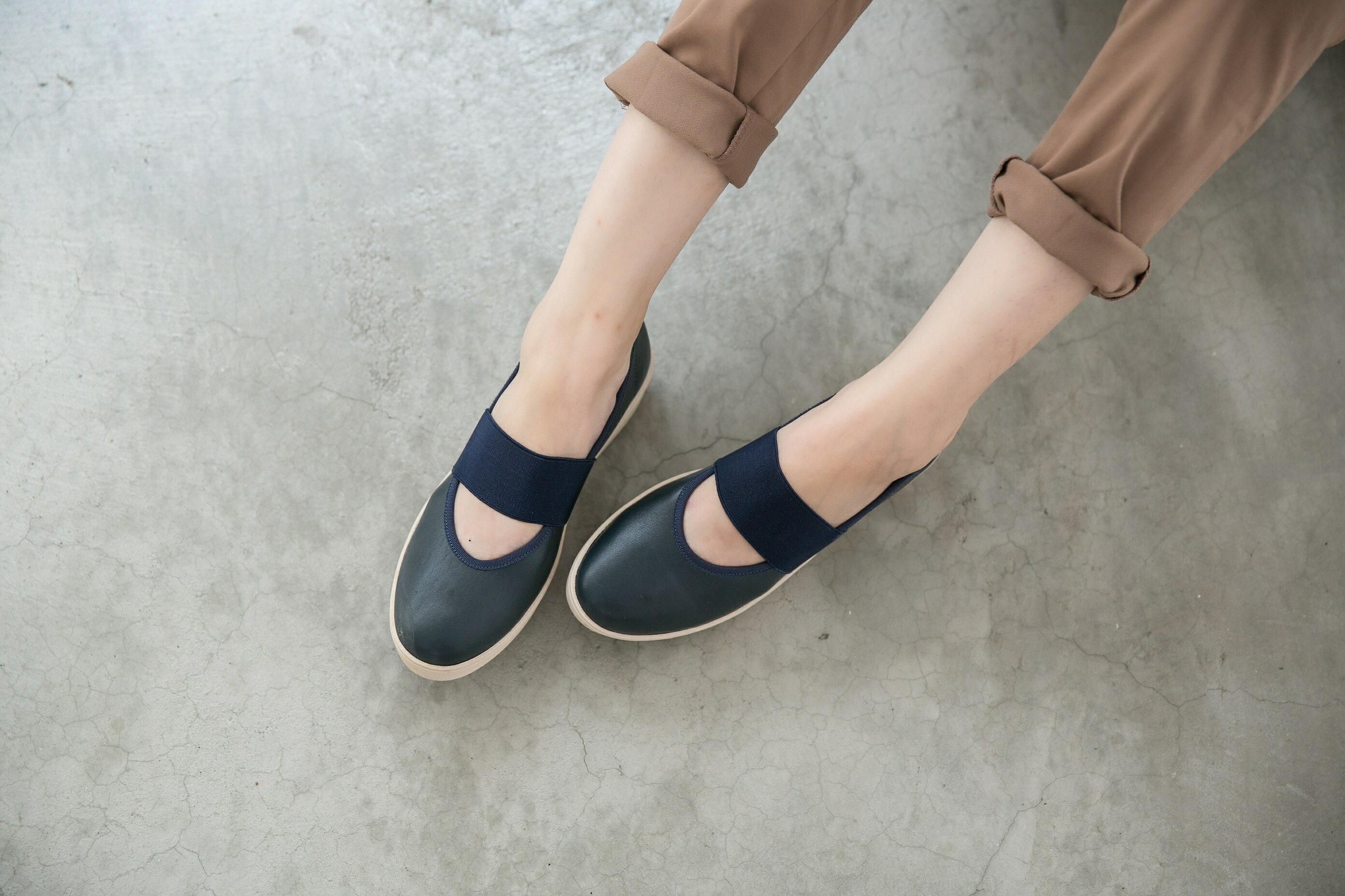 Aimez La Vie 超輕氣墊鞋|圓頭鬆緊帶厚牛皮休閒鞋 4