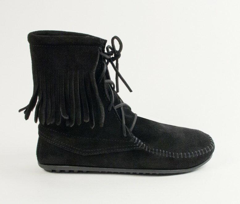 【Minnetonka 莫卡辛】黑色 - 經典綁帶流蘇短靴 2