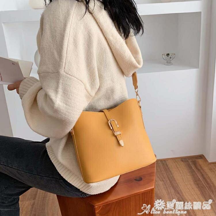 水桶包 時尚寬帶小包包洋氣女包2020新款潮韓版百搭斜背包網紅側背水桶包