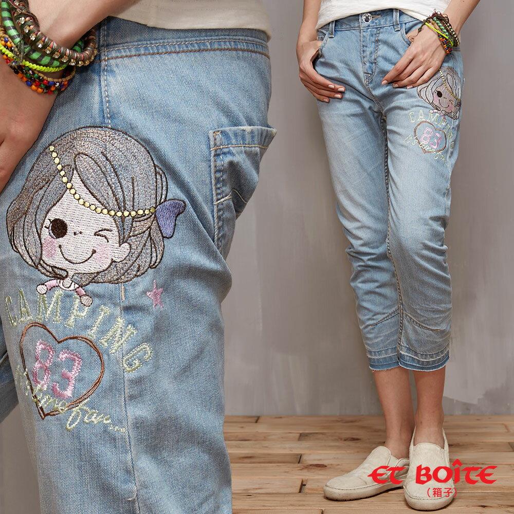 【9折搶購】ET Amour 浪漫珍珠娃娃3D弧型男友褲(淺藍) - BLUE WAY ET BOiTE 箱子