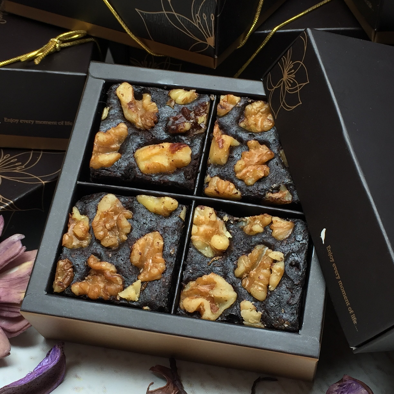 超值「核桃巧克力布朗尼」組合 - 一盒 12入禮盒 +二盒 4入禮盒   868(價值1240)