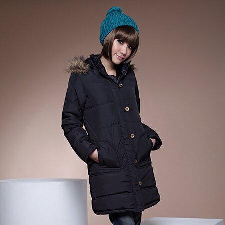舖棉外套--完美款式毛邊連帽銅扣緞面內裡長版舖棉外套(黑.咖M-2L)-J74眼圈熊中大尺碼 - 限時優惠好康折扣