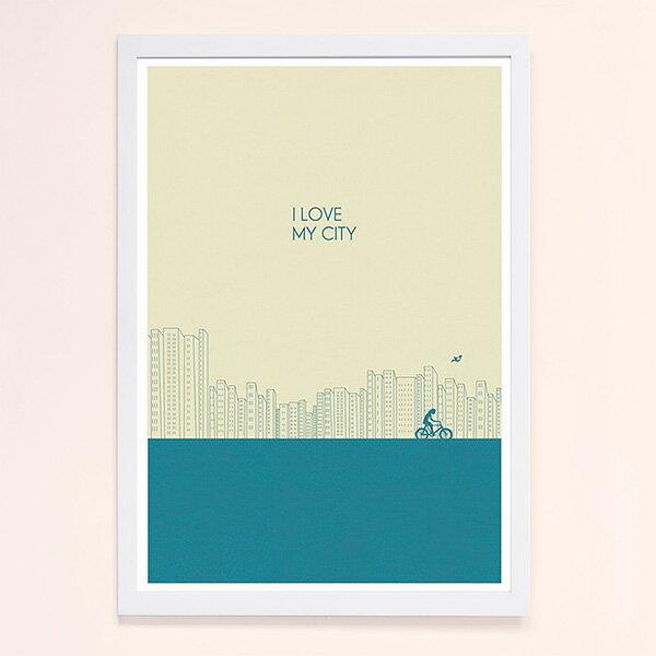 『摩達客』西班牙知名插畫家Judy Kaufmann藝術創作海報掛畫裝飾畫-我愛我的城市(藍綠色) (附Judy本人簽名)(含木框)