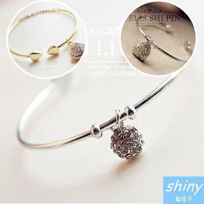 【20A39】shiny藍格子-簡約時尚.滿鑽桃心鏤空雕花開口手鐲手環