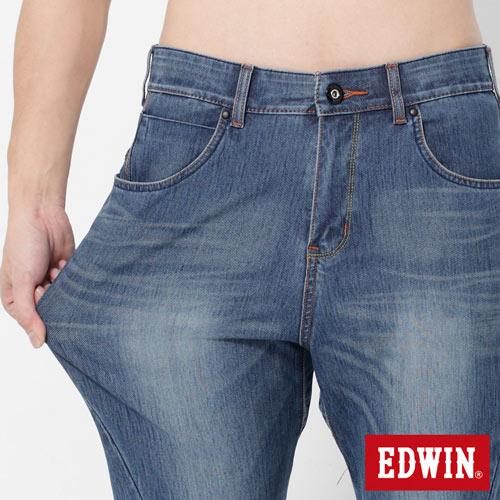 【2000元優惠↘】EDWIN JERSEYS x E-F 迦績紅袋花窄直筒牛仔褲-男款 石洗藍 3