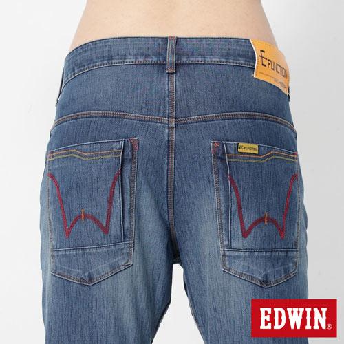 【2000元優惠↘】EDWIN JERSEYS x E-F 迦績紅袋花窄直筒牛仔褲-男款 石洗藍 4