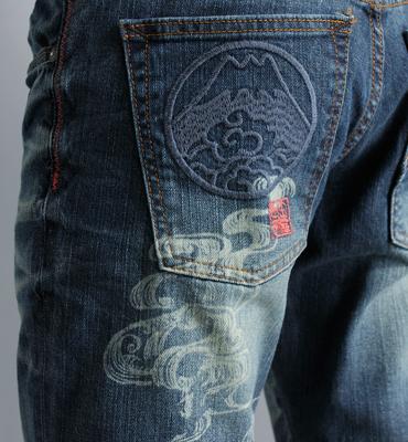 EDOKATSU江戶勝 富士山刺繡純手工匠藝術水洗牛仔褲-男款 拔洗藍 STRAIGHT 零碼 2