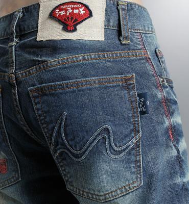 EDOKATSU江戶勝 富士山刺繡純手工匠藝術水洗牛仔褲-男款 拔洗藍 STRAIGHT 零碼 1