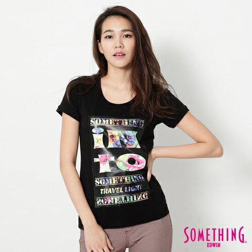 【490元優惠↘】SOMETHING花卉文字相版合身U領T恤-女款黑色