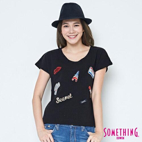 【490元優惠↘】SOMETHING趣味巴黎貼標連袖T恤-女款黑色【5月會員消費滿3000元再賺15%點數】