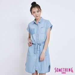 SOMETHING 率性綁帶長版 連袖牛仔襯衫-女款 漂淺藍