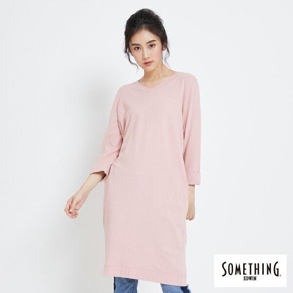 【新品上市↘】SOMETHING素面微V領七分袖長版T恤-女款粉色【5月會員消費滿3000元再賺15%點數】