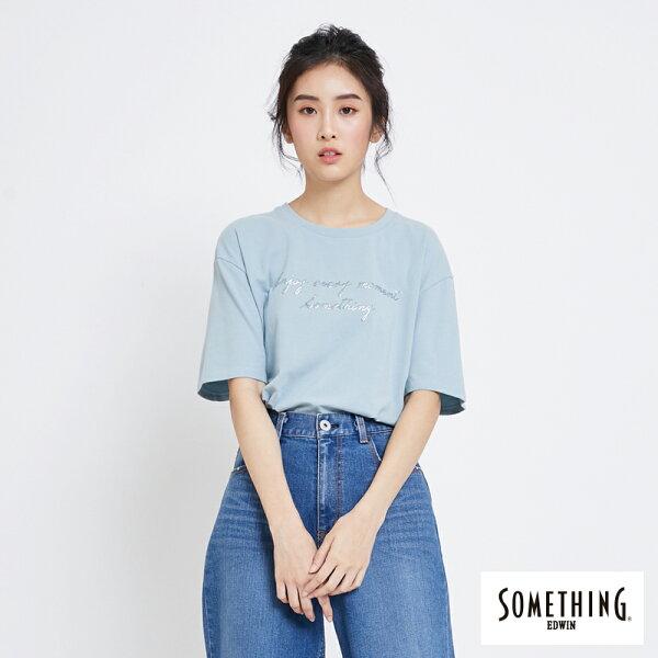 【新品上市↘】SOMETHING清新標語短袖T恤-女款淡藍色【5月會員消費滿3000元再賺15%點數】