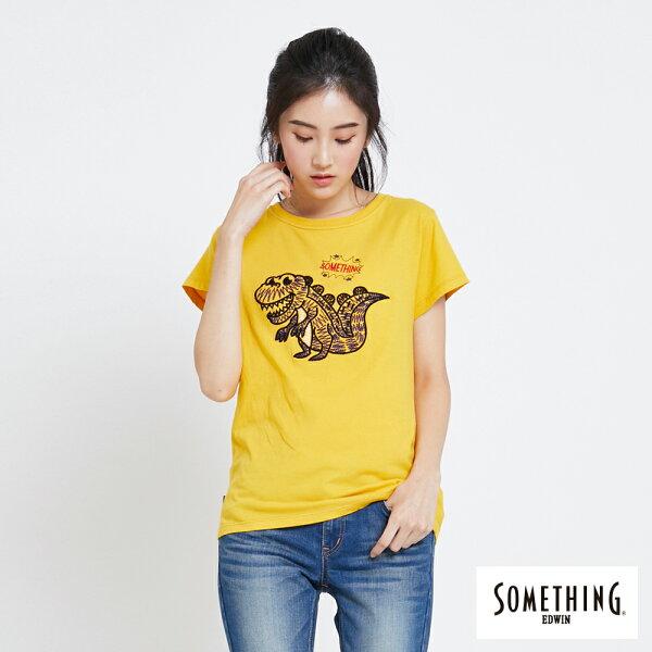 【新品上市↘】SOMETHING刺繡俏皮恐龍短袖T恤-女款黃色【5月會員消費滿3000元再賺15%點數】