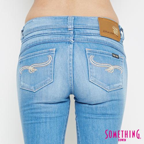 【過年加碼。2件再9折優惠↘】SOMETHING CELEB 破壞補釘 合身七分牛仔褲 -女款 石洗藍 5