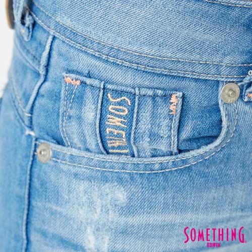 【過年加碼。2件再9折優惠↘】SOMETHING CELEB 破壞補釘 合身七分牛仔褲 -女款 石洗藍 6