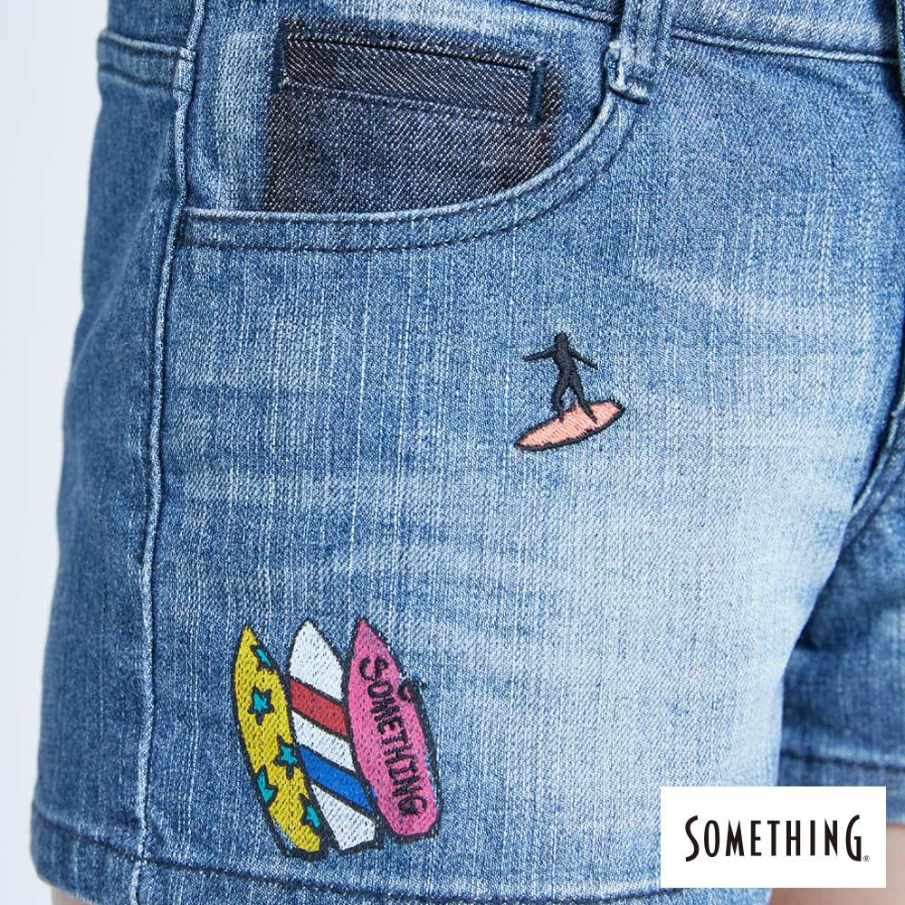 新品↘SOMETHING 復古海灘刺繡 牛仔短褲-女款 拔洗藍 SHORTS 8