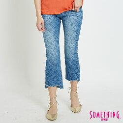 新品↘SOMETHING 豹紋雪花洗 不規則褲腳抽鬚八分牛仔褲-女款 漂淺藍