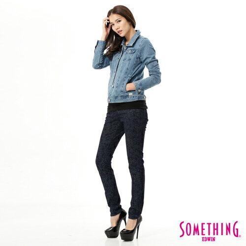 【5折優惠↘】SOMETHING NEO FIT 低調巴洛克印花窄直筒褲-女款 原藍色 2