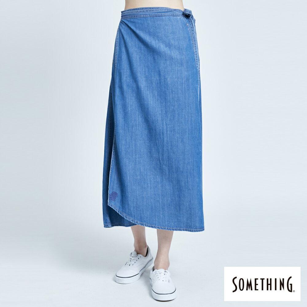 【新品上市↘】SOMETHING 一片式綁帶 丹寧長裙 -女款 拔洗藍【2/17單筆消費滿799元  APP結帳輸入序號APP180217 再折100↘數量有限↘限用一次】