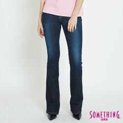 SOMETHING VIENUS V-HIP 釘珠提臀 中腰靴型牛仔褲-女款 原藍磨 BOOTCUT