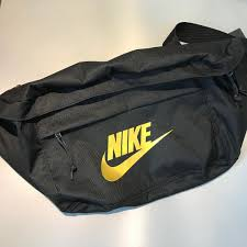 KUMO SHOES-Nike Large Tech Hip Pack 大容量 斜肩包 黑金 BA5751-011 腰包 霹靂包