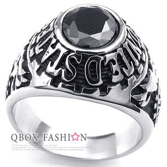 《 QBOX 》FASHION 飾品【W10023543】精緻個性美式染黑立體圖騰黑鋯石鑄造316L鈦鋼戒指/戒環