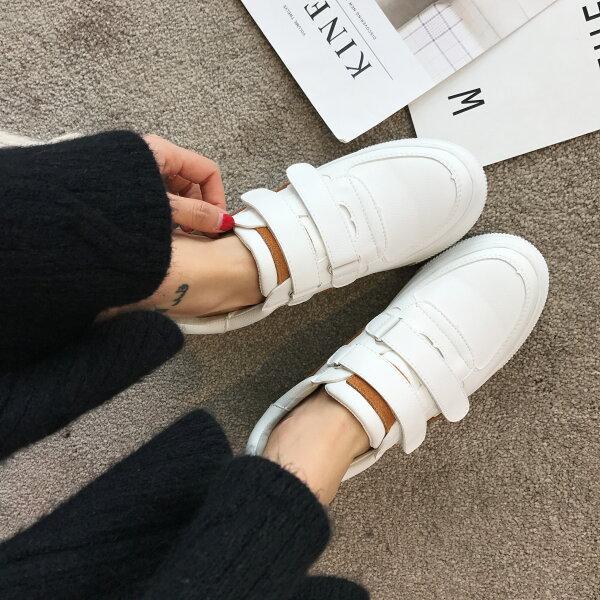 棕邊無印風低調小白鞋
