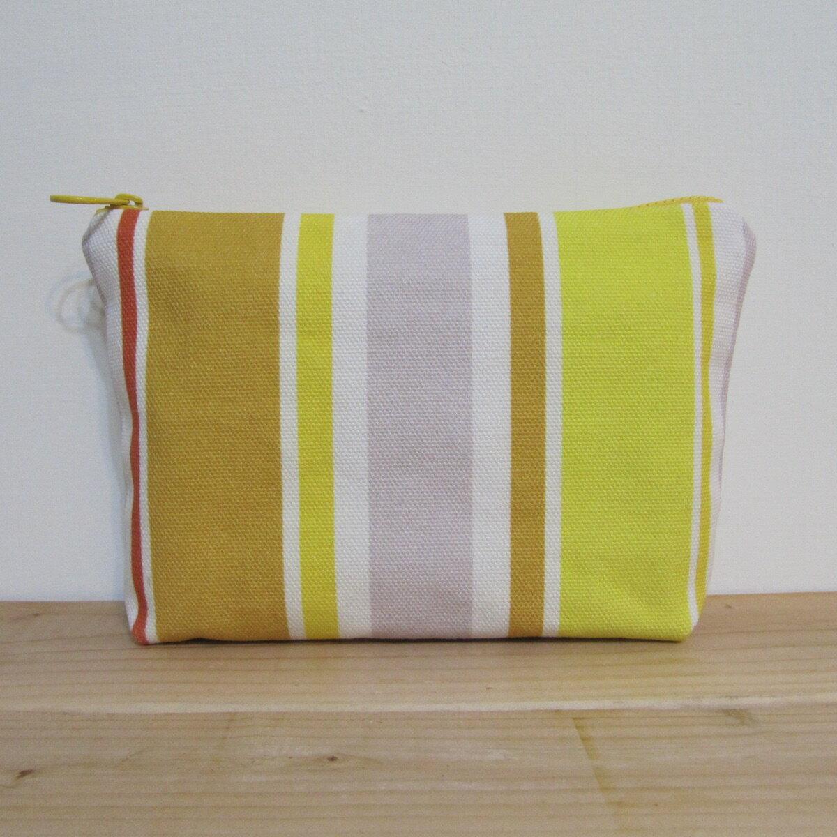 ~Lilytata 黃色 溫馨接送 收納包 20x15x4cm~印花 收納包 化妝包