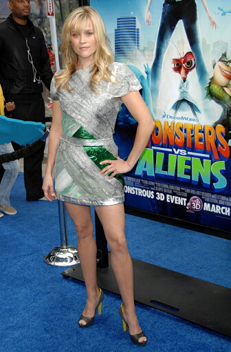 Reese-Witherspoon-Wearing-A-Rodarte-Dress-And-Balenciaga-Shoes-At-Arrivals-For-Monsters-Vs-Aliens-Premiere-Gibson-Amphitheatre-At-Universal-Cit