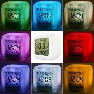 七彩變色鬧鐘 溫度變色四面鐘