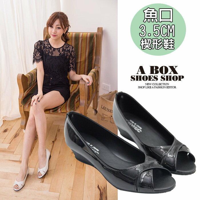 【AD957】MIT台灣製 經典雅致質感亮皮 交叉3.5CM楔型魚口包鞋 2色